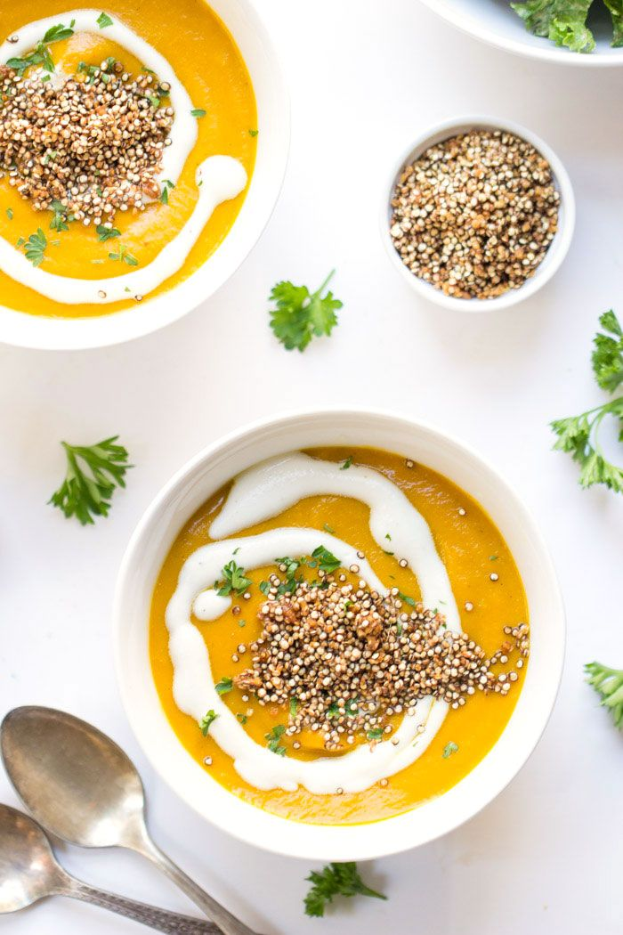 Gingered Carrot Soup with Crispy Garlic Quinoa -- a warm and cozy dinner that takes only 30 minutes to make! {vegan}