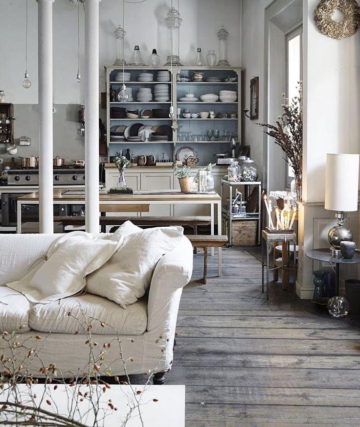 Naturlig stil hos floristen och modedesignern. Se hela hemmet i Sköna hem nr 14, ute nu! #inredning #inspiration #skönahem #julstämning
