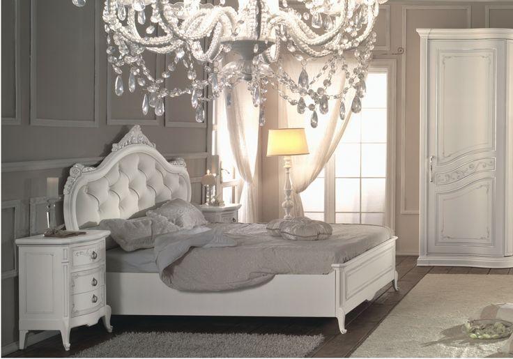 il barocco in bianco con letto in pelle capitonè