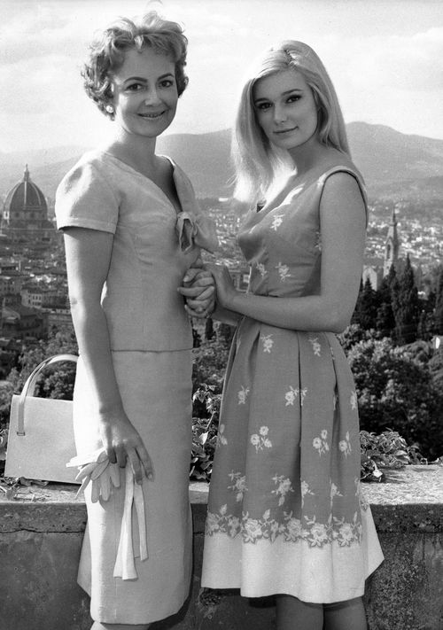 "Olivia De Havilland and Yvette Mimieux on the set of ""Light in the Piazza"". (((I <3 this film)))"