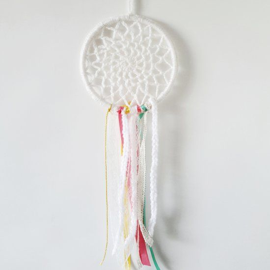 Crochet your own dreamcatcher with this fun and easy pattern!