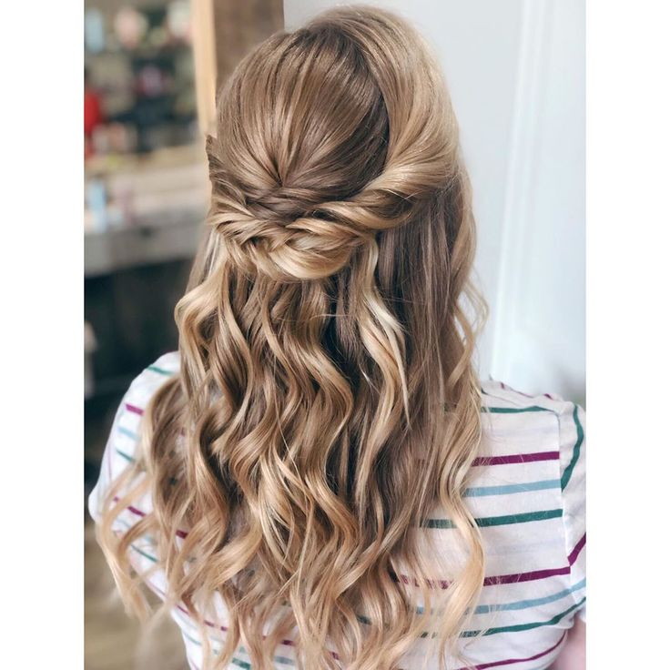 have a good hair day✨ . . . #theblowoutbar #halfup #waves #twists #weddinghair