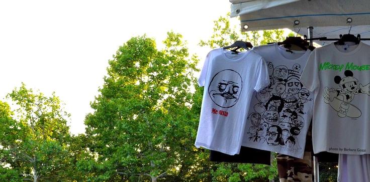 T-shirt con stampe.  Foto di Barbara Gozzi