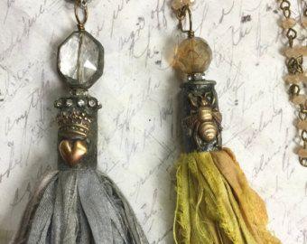 Bohemian Collana nappa di seta di Sari in grigio di gleegallery