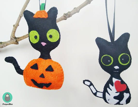 Koko the cat loves Halloween hand sewn felt ornament / Halloween felt cat charm / felt cat plush / Felt Cat Halloween decoration