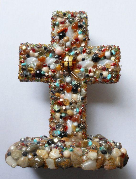 Искусство оформления креста использованы найденный объект переработанных каменные бусы, стоя народного искусства религиозных подарок искусства