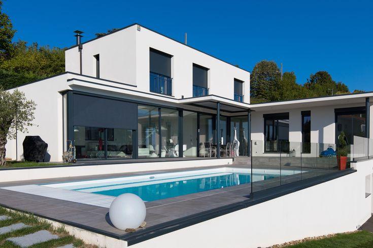 Un espace extérieur élégant, un aménagement de terrasse chic, tout est possible avec la pergola bioclimatique Biossun #pergola #Biossun #inspiration contemporaine