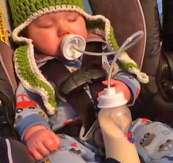 Podee: Hands-Free Baby Bottle Feeder System
