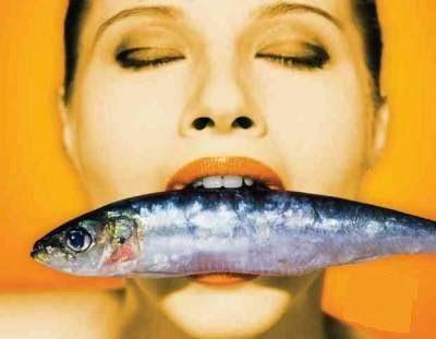 Manfaat Asam Lemak Omega 3 - Menyebut kata lemak, ada baiknya kaum wanita tidak terlalu akrab dengan benda yang satu ini. Namun berbeda kasus dengan asam lemak omega-3, kaum wanita malah disarankan untuk dekat-dekat dan banyak mengonsumsi jenis tersebut.