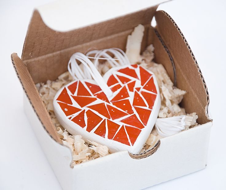 """Маленькое сокровище :)  Мозаичный сувенир """"Сердце"""" Код изделия М10033 http://www.kamos.com.ua/m10033 #mosaic #heart # art #decor #souvenir #kamos #kamos_mosaic #мозаика #сердце #сувенир #декор"""