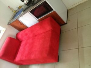 4 seater couch (2 x picture) - R750