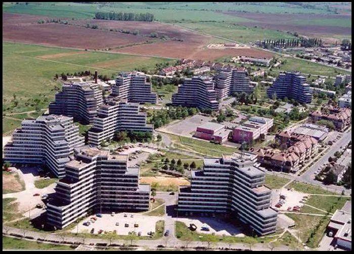 Y házak, Tapolca