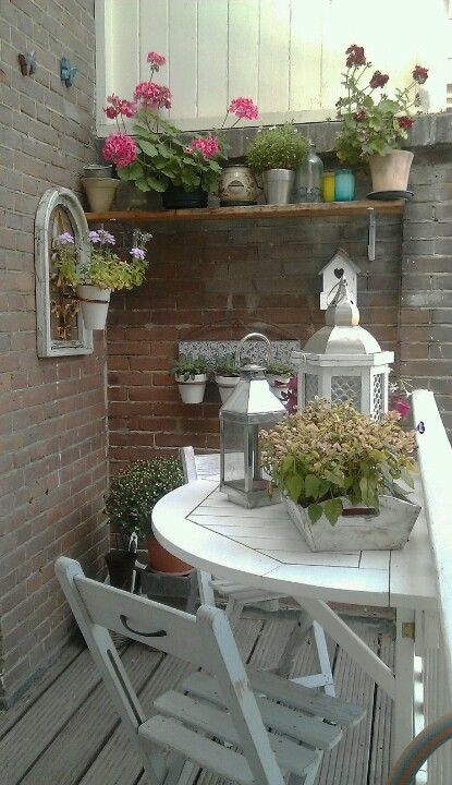 Cosy little balcony 1/2 table Idea - I love how even a small space can be beautiful!