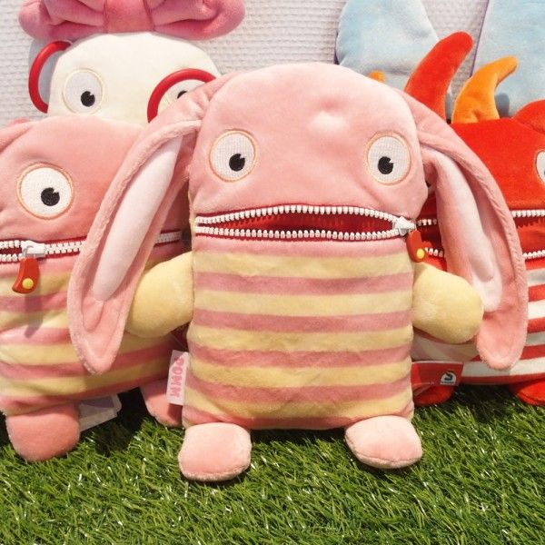 Petit monstre rigolo  Sa bouche sert de poche  L'ami de vos enfants  #peluche #plush #monster #avalesoucis #children #enfant #enfants #baby #bebe #cute