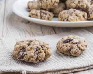 Cookies au beurre de cacahuète, flocons d'avoine et raisins secs : http://www.fourchette-et-bikini.fr/recettes/recettes-minceur/cookies-au-beurre-de-cacahuete-flocons-davoine-et-raisins-secs.html
