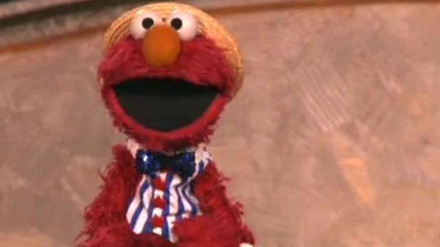 Elmo sings Happy Birthday to America! #elmo #sesamestreet #celebrate #america