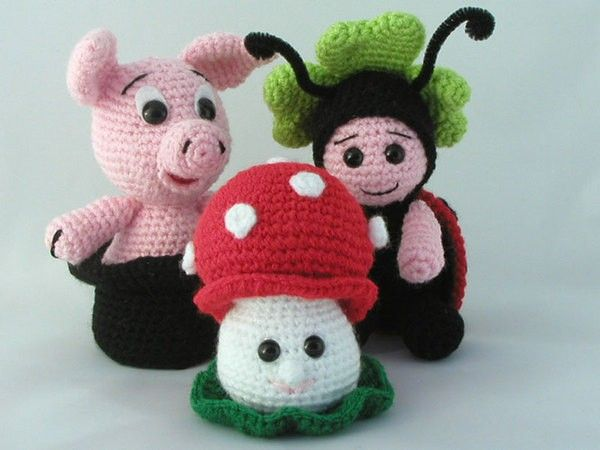 Hier gibt es das Paket der Glücksbringer Schweinchen im Schornsteinfeger-Hut  + Marienkäfer mit Kleeblatt + Fliegenpilz Mit diesen 3 putzigen Glücksbringern muss Dir das Glück hold sein! Jede der Figuren wurde mit Resten von Arylwolle gehäkelt. Du so