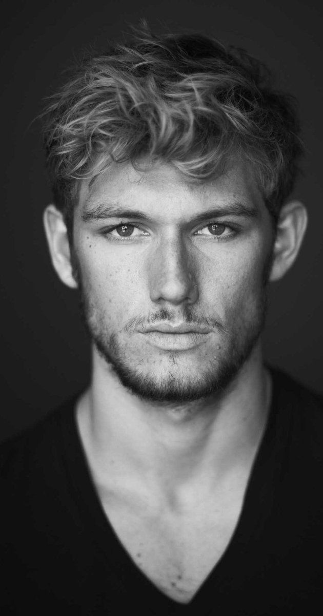 Alexander Richard Pettyfer was born in Hertfordshire and raised in Windsor. His mother, Lee (Robinson), is an interior designer. His father, Richard ...