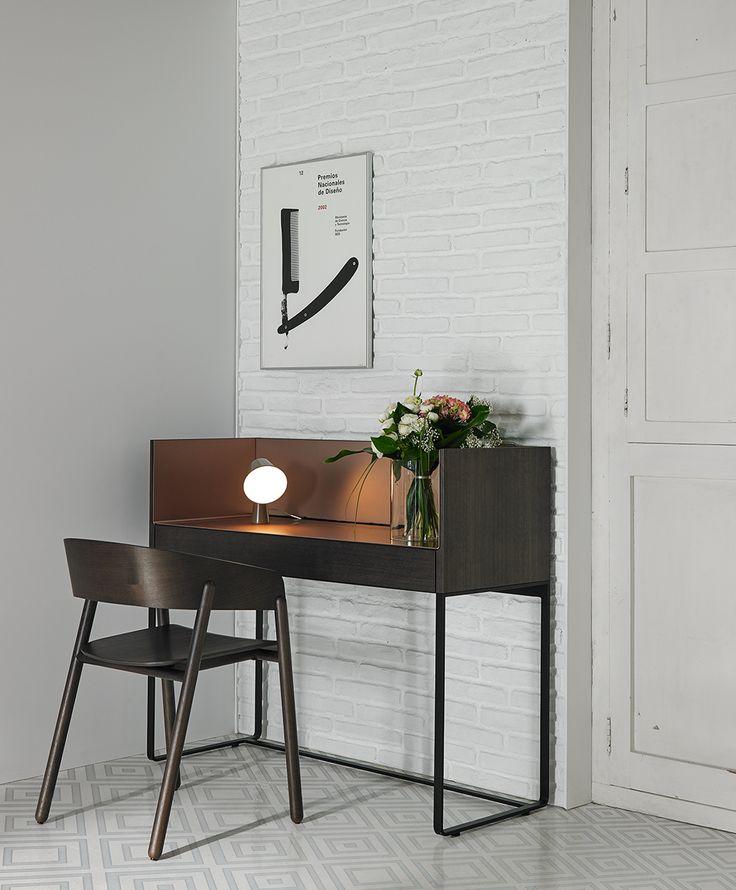 Traumhafter Design Schreibtisch aus der Kollektion Stockholm von Punt.   #Schreibtisch #Wandmontage #modern #Sekretär #homeoffice #Büro #desk #bureau #einrichten #interior #decorating #Einrichtungsidee #Punt #furniture #inspiration