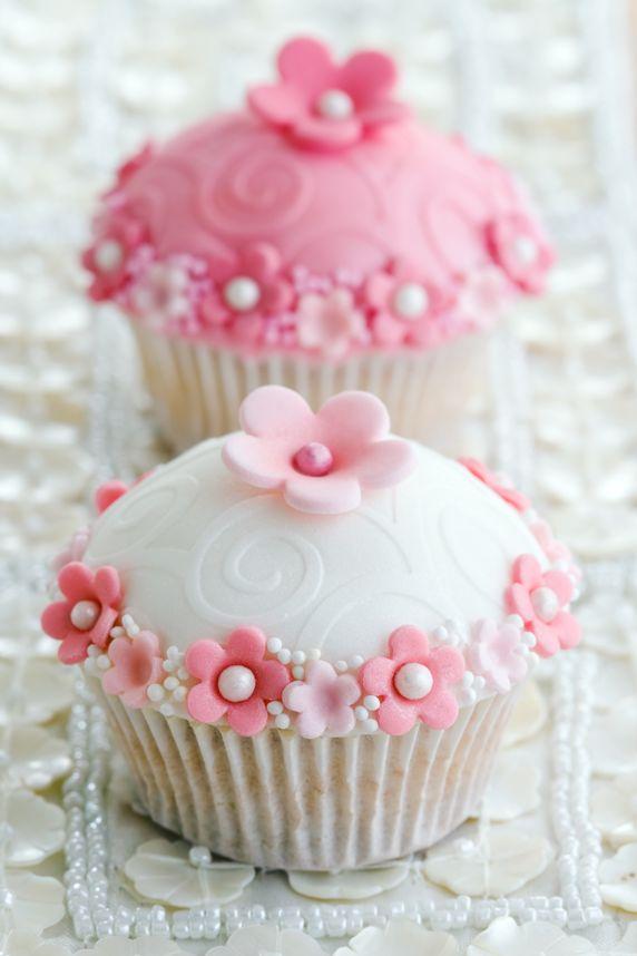 Elegant Pink White Wedding Cupcakes