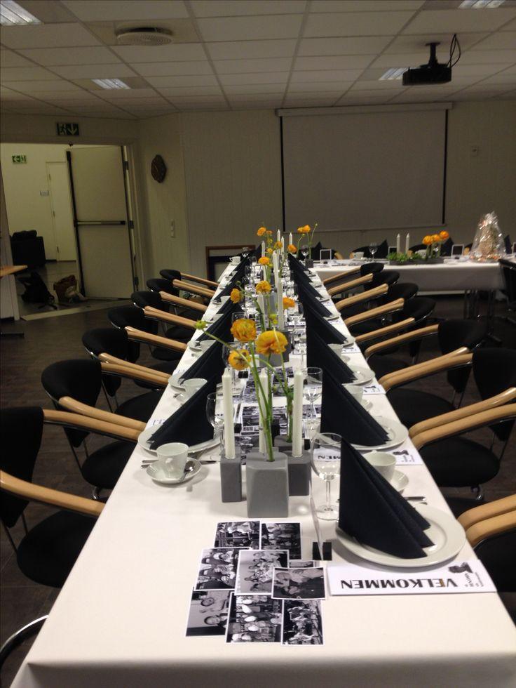 konfirmasjon - borddekking - ranukler- trekubber lyse-staker og reagensrør-vaser