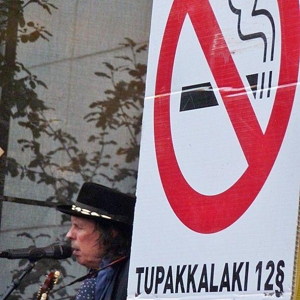 Kuulkaa kokeneen ääntä.. Tupaakka, viina ja villit naiset... Ironinen lännen chanson by #DaveLindholm #Isokynä #IsokynäLindholm ät #Kontufestari2016 #Kontulanostarilla 20/8/16 #kontufestari #päihteetön #ilmainen #festari #festivaalit #festivaali #Kontulan #ostarilla #ostari #Kontula #drugfree #free #Festival in #suburbia of #Helsinki #eastHelsinki #suburb #itäHelsinki #lähiö on söpö ja kiva, yhteinen paikka #lähiöhelvetti