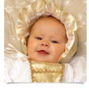 Dåpsluen Edelveis er i gullborkade og sateng, og passer perfekt til dåpskjolen Edelveis.