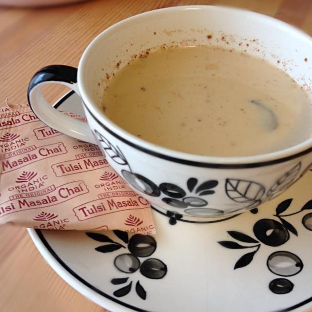 ヨガの先生から頂いたインドのオーガニックチャイ。生姜と水でティーバックを煮出し,蜂蜜・シナモン・温めた牛乳を。豆乳無かった(*_*) - 3件のもぐもぐ - インドのお土産 チャイのティーバックで,ハニー ジンジャーチャイ☆シナモン風味 by nico0417