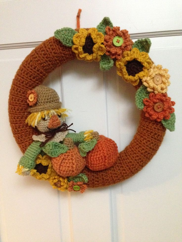 Scarecrow Wreath made from Fall Scarecrow Wreath Pattern by Teri Crews Designs