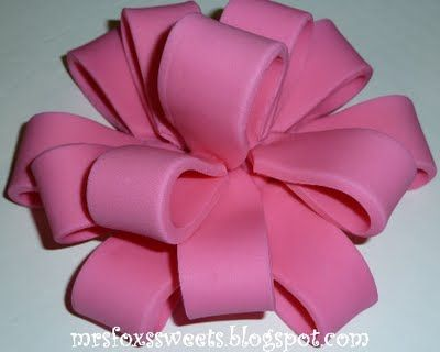 I want to learn how to use fondant. Why not start here. Present Cake & Bow Tutorial