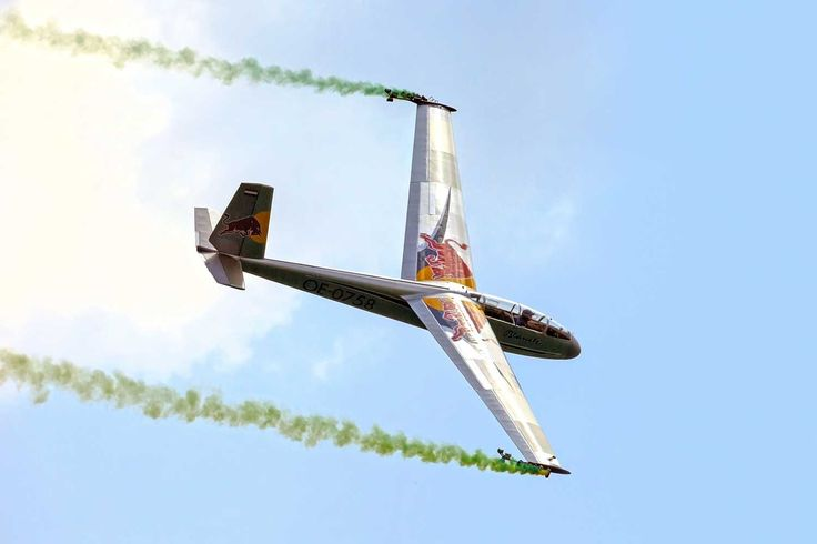 www.airpower.gv.at uploads pics LET-L-13-Blanik_Team-Blanix_1_c_Red-Bull-Content-Pool-_Andreas-Galll_01.jpg