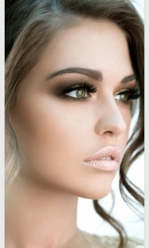 Eye makeup is everything. Get great ideas and try them on yourself.