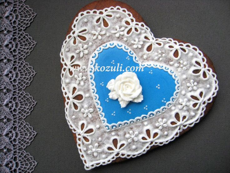 @kozuli_com  // Lace Heart Cookie with VIDEO TUTORIAL at www.kozuli.com // Mother's Day Cookies / Lace cookies / Icing lace cookies / Royal icing cookies / Decorated cookies / Cookie decorating / Cookie decorating ideas / Sugar cookies / Sugar cookie icing