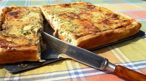 Ben je op zoek naar een lekker en gezond eiwitrijk diner? Probeer dan eens deze verrukkelijke quiche met kip en champignons!