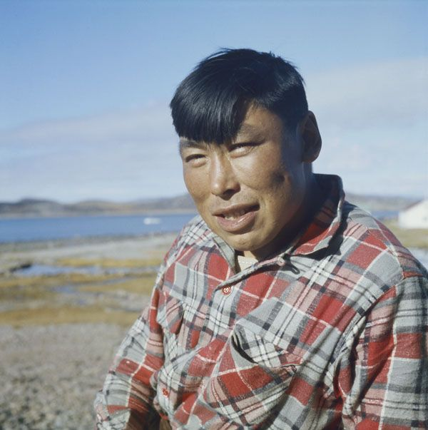 [Artist Eegyvudluk Pootoogook, Cape Dorset, Nunavut]. (item 1)
