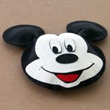 No-sew Mickey Mouse Pillow with template.  Must make these for the kids to use in the car for our next trip!! CUTE!