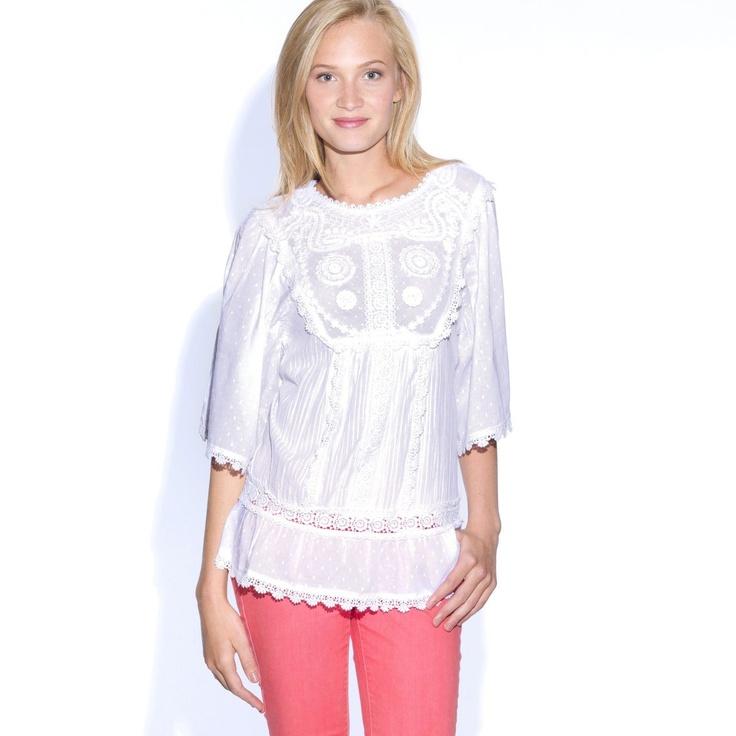 Bluza cu broderie cu maneci 3/4 de culoare alba - masuri de la 34 la 48. Cititi tot articolul click ==>> http://thankyou.ws/ce-se-poarta-in-primavara-vara-2013-moda-franceza
