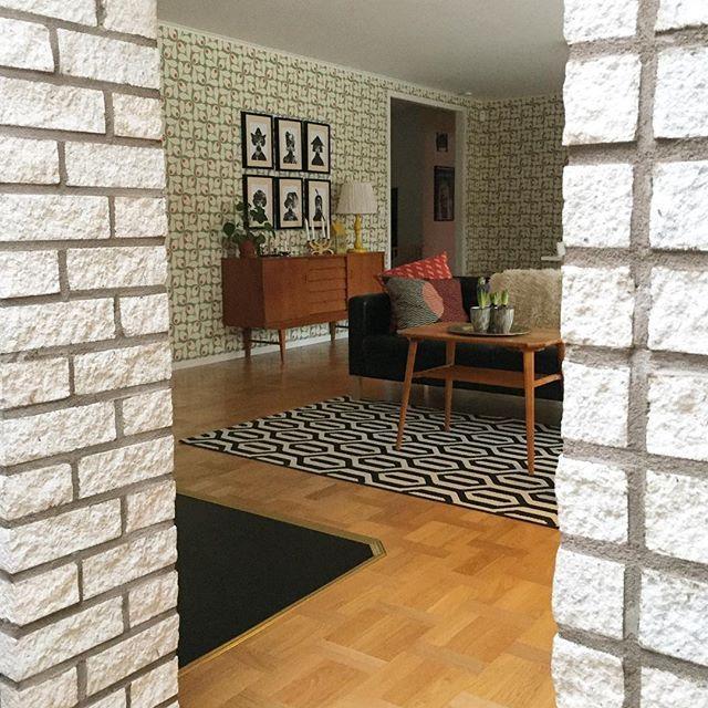 Hello   Vi har ett ytterst märkligt valv i huset. I tegel. Men jag har lärt mig att gilla den! ☺️  #livingroom #livingroomdecor #livingroominspo #vardagsrum #vardagsrumsinspo #retro #retrostyle #retrostil #retrohome #retrohem #60talshus #60shouse #60s #retrointerior #skandinaviskahem #skandinaviskehjem #nordiskahem #interior4all #interior4you