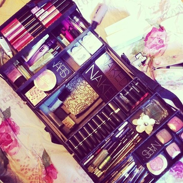 I will have a makeup travel case like this..one day #wanttobeamakeupartist