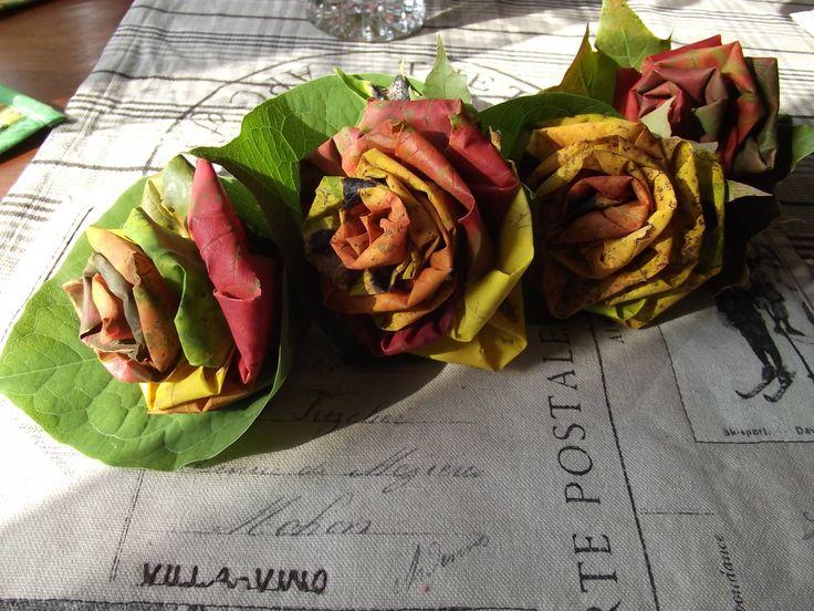 Kauniit syyslehti-ruusut, joista voi myös pyöritellä kranssin oveen!