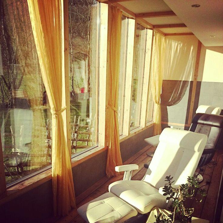Entspannen in unseren Massagesessel mit Blick auf die wunderschöne Landschaft der Nockberge in Bad Kleinkirchheim www.almrausch.co.at