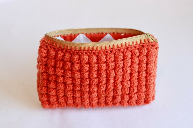 crocheted clutch with a zipper and a lining - tutorial by liz makes