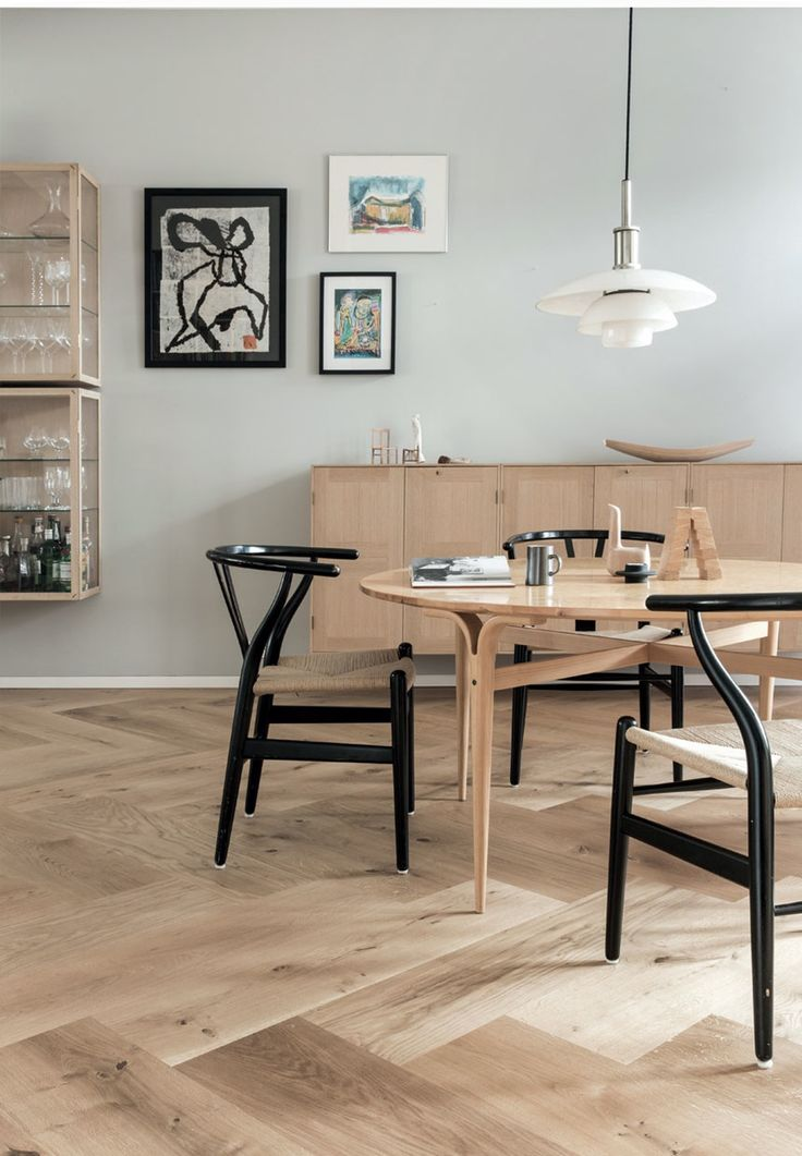 Simple dining room with a lot of beautiful danish design classics. Round table from Bruno Mathsson, dining chairs from Wegner and dining pendant from PH.