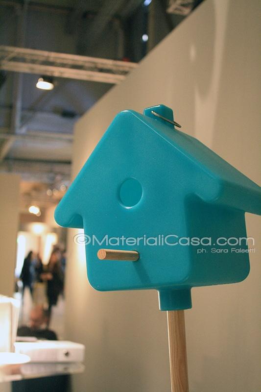Una piccola casa celeste per il giardino. Superstudiopiù, Zona Tortona, Milano Design Week 2013.