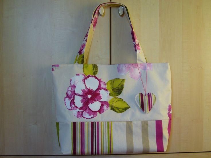 Les 92 meilleures images du tableau couture sacs bags sewing sur pinterest coudre les sacs - Tuto grand sac cabas ...