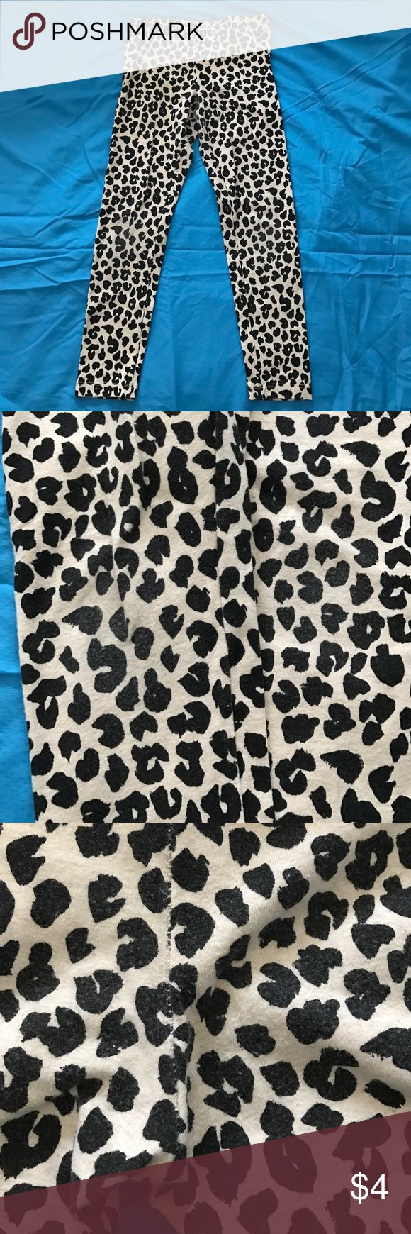 Cheetah Print Leggings Girls' cheetah print leggings by Cat & Jack. Size Small 6/6X. Some minor signs of wear on knees and seat of pants pictured above Bottoms Leggings