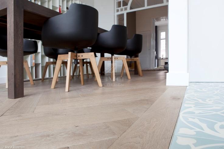 Eiken visgraat vloer | verouderd parket | | white wash | Di Legno | vergrijsde houten vloer | opgeleverd door BVO Vloeren, houten vloeren en parket uit Breda