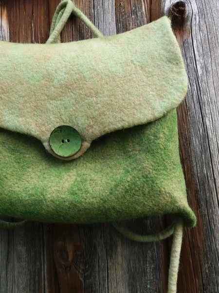 Rucksäcke - gefilzter Rucksack Tasche Filz grün Filztasche - ein Designerstück von SOULofFELT bei DaWanda
