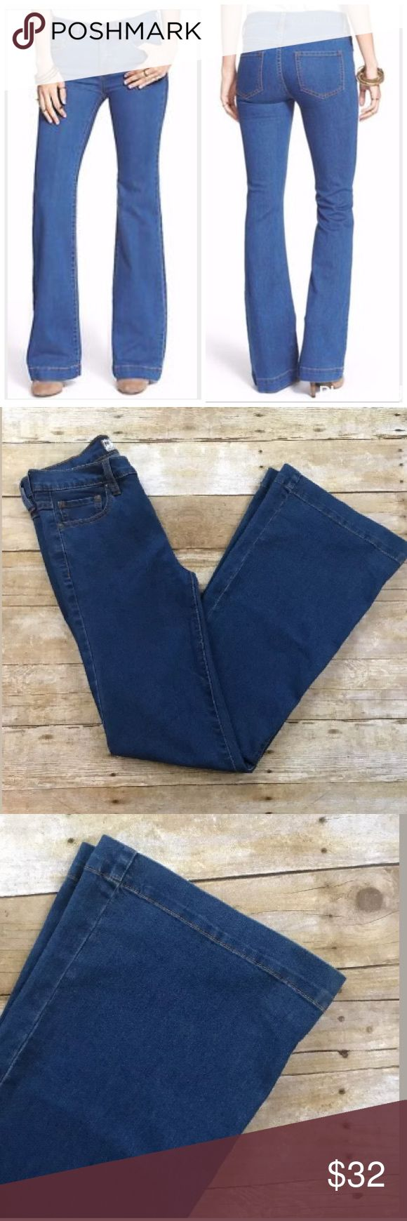 """Free People Dallas Stretch Flare Leg Jeans Free People Dallas Stretch Flare Leg Jeans, Size 28. Gently worn, no flaws  Waist 15"""" across  Inseam 33"""" Free People Pants Boot Cut & Flare"""