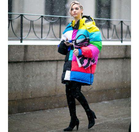 Moda uliczna na NYFW jesień-zima 2016/2017 Street style New York Fashion Week outfit colorful jacket